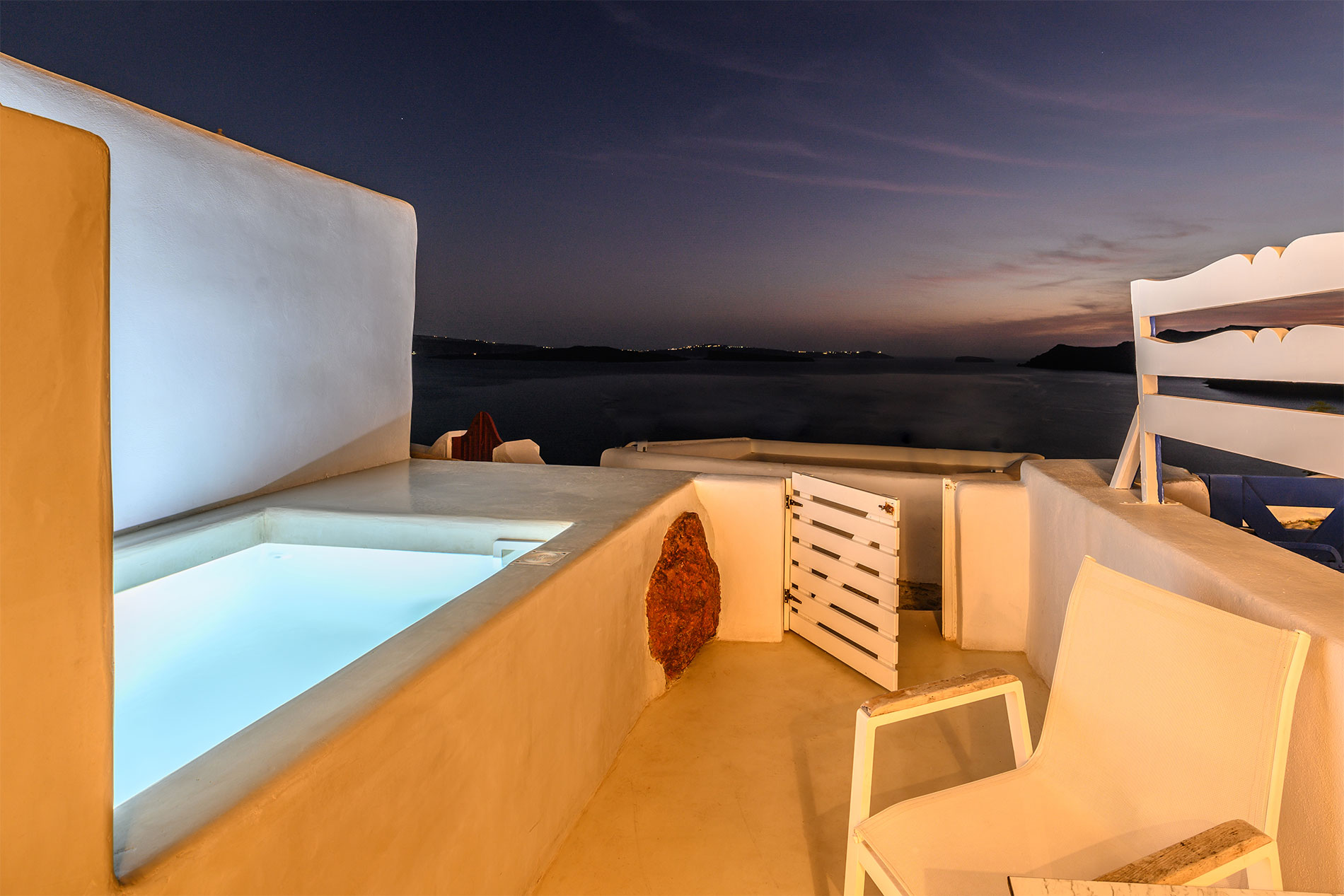 Canvas Suites | Santorini | Aphrodite Suite