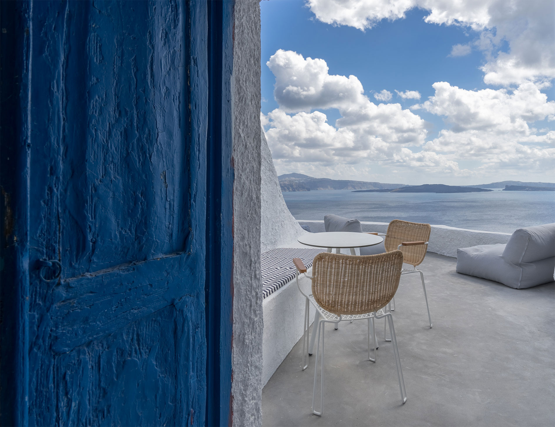 Canvas Suites | Santorini | Azure Suite Suite