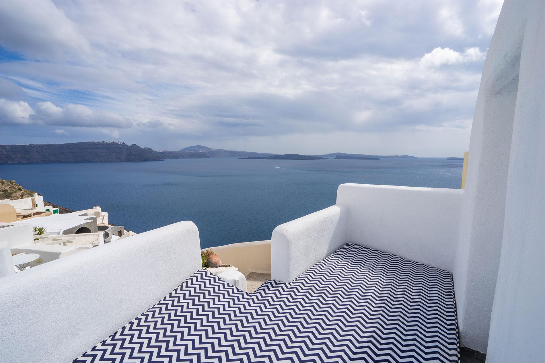 Canvas Suites | Santorini | Iris Suite Suite