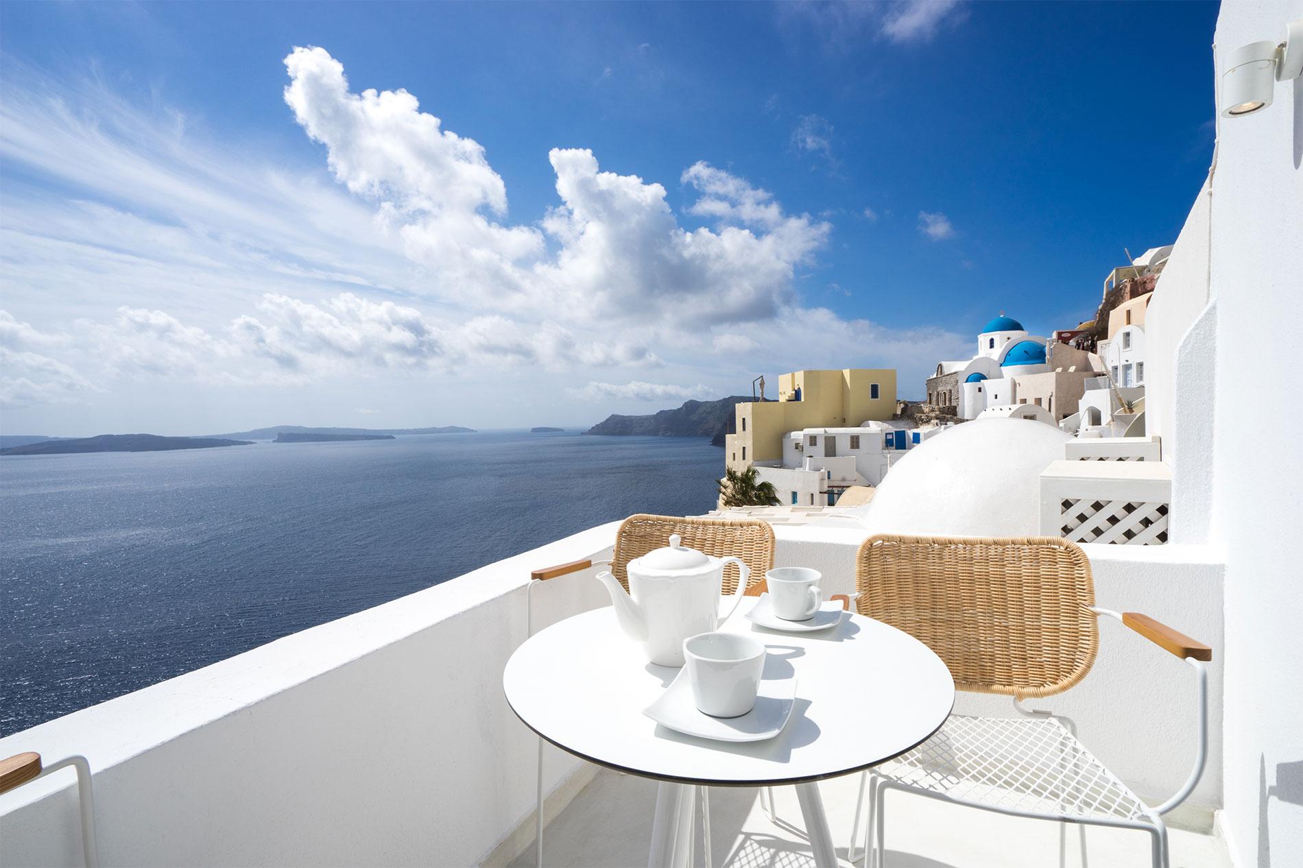 Canvas Suites | Santorini | Sapphire Suite Suite